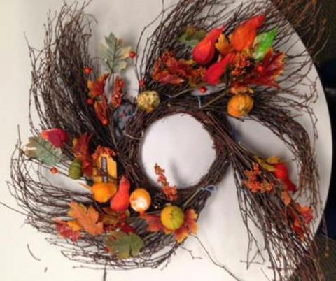 Recalled TJX Gardeners Eden light-up sample decoration – autumn wreath with silk leaves, pumpkins and gourds